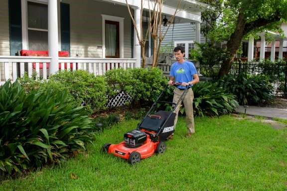 Local business keeps lawn care 'green'